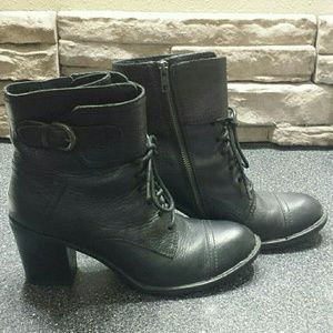 BORN LEATHER ANKLE BOOTS SZ 9